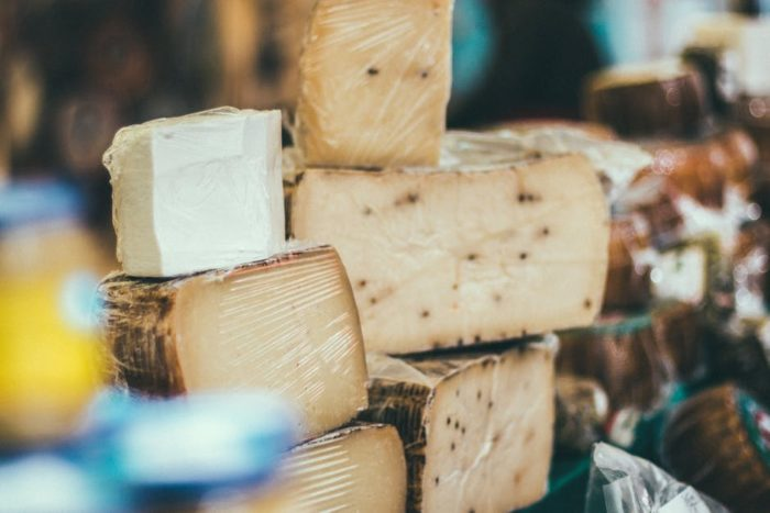 produkcja domowego sera w kostce